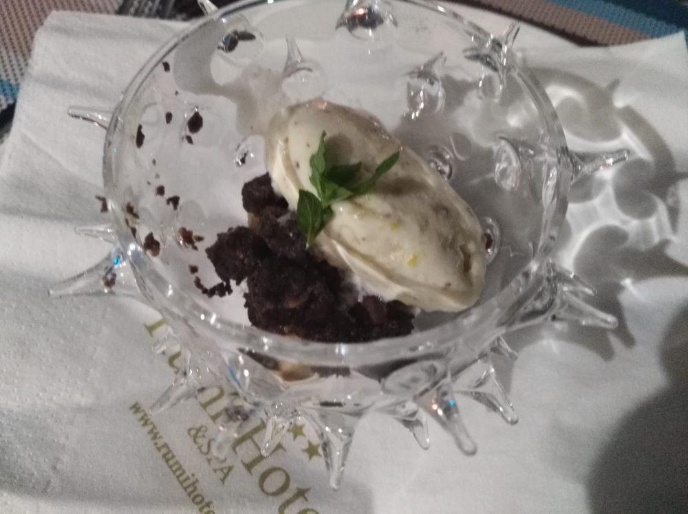 Hotel Ristorante Rumi - Quenelle di gelato artigianale
