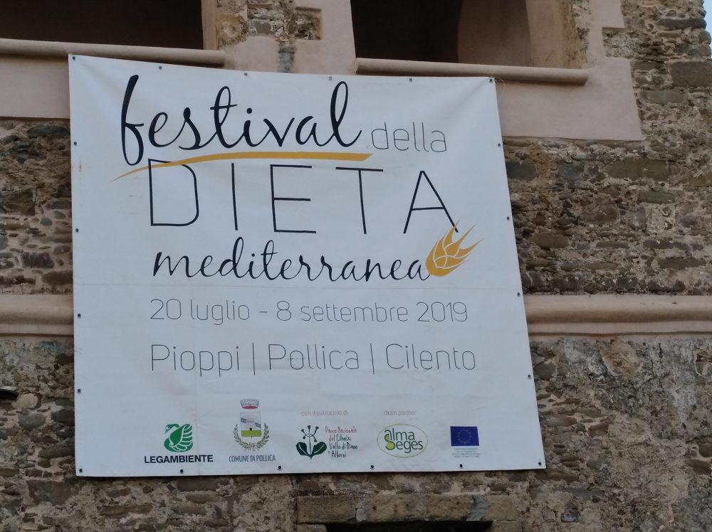 Locandina del quarto Festival della Dieta Mediterranea a Pioppi
