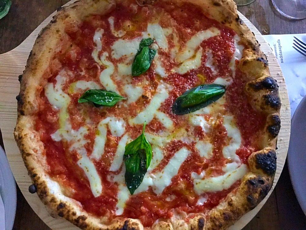 Pizzeria Al Solito Porzio - Pizza Margherita a rot e carrett