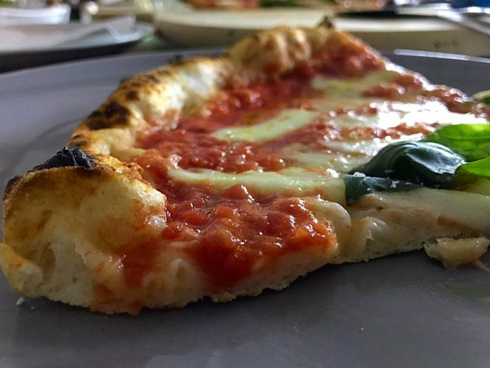 Pizzeria Al Solito Porzio - sezione della pizza margherita