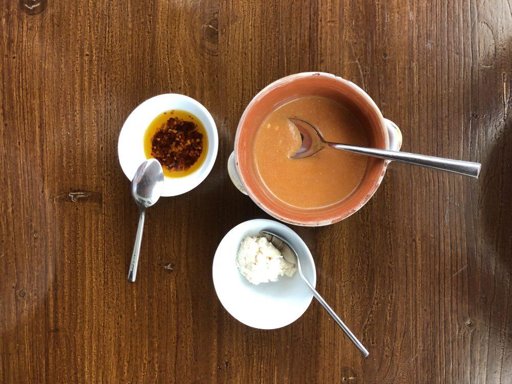 Roots, condimenti - Ricotta scanta, ricotta scanta diluita in salsa di pomodoro, olio piccante