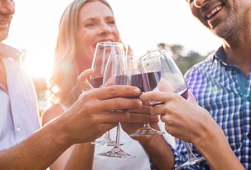 E adesso? Bollicine, bianchi, rosati e qualche rosso: venti vini per l'estate spendendo da 8 a un massimo di 24 euro di Adele Granieri