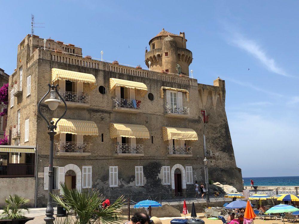 Santa Maria di Castellabate, Palazzo Perrotti e la torre normanno aragonese della Pagliarola