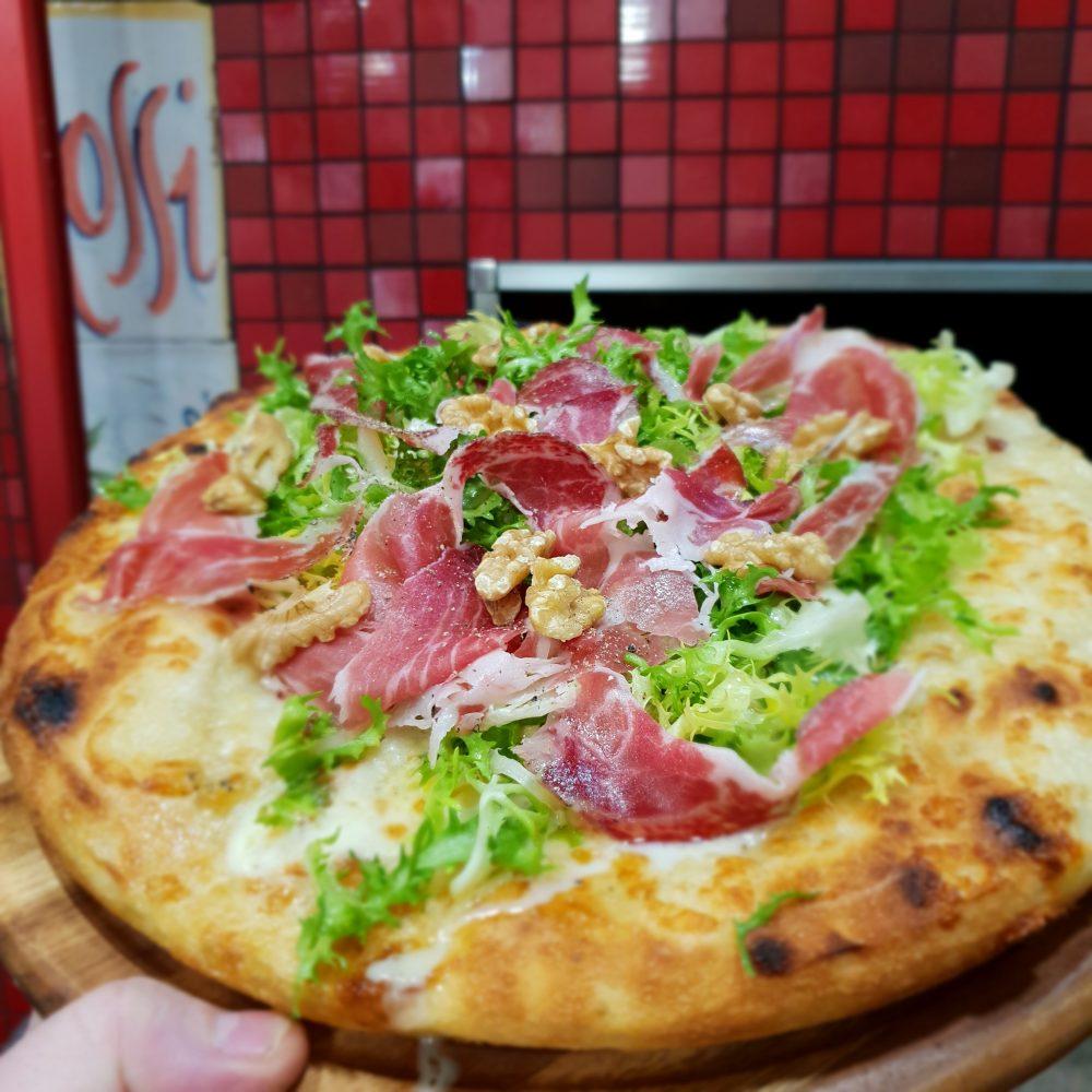 Pizzeria Elite - Riccia, fior di latte salvato la ricca capicollo e noci