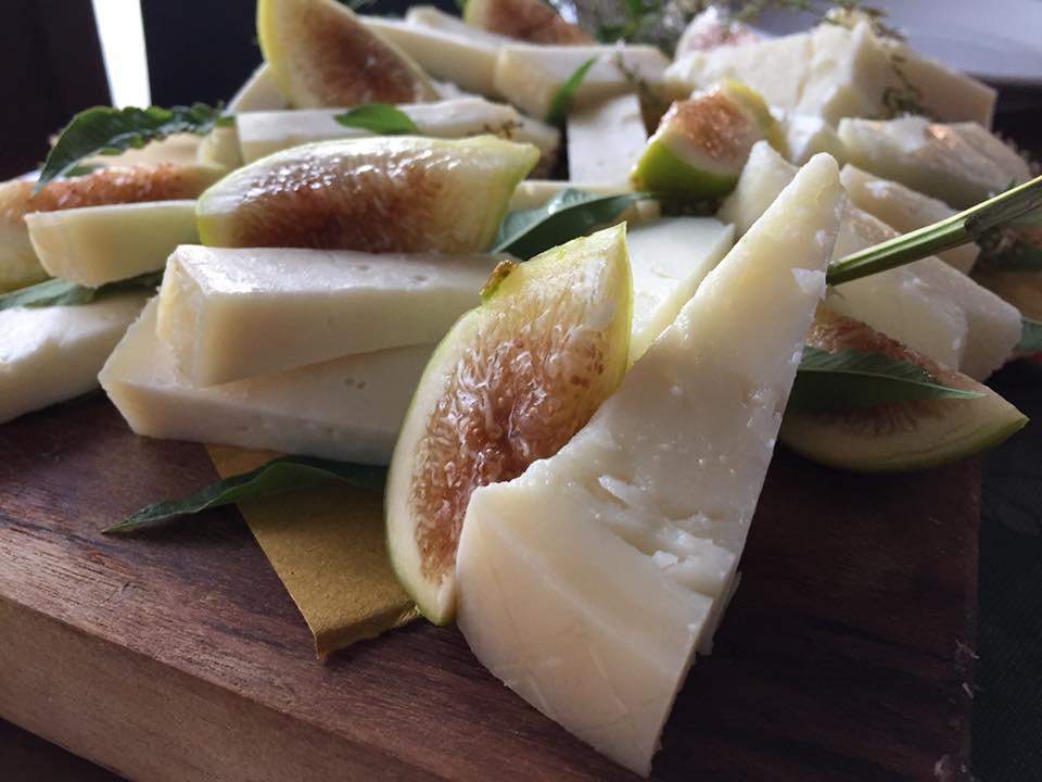 La Cantina a Gioi, formaggio caprino, caciocavallo 12 mesi e fico bianco del Cilento