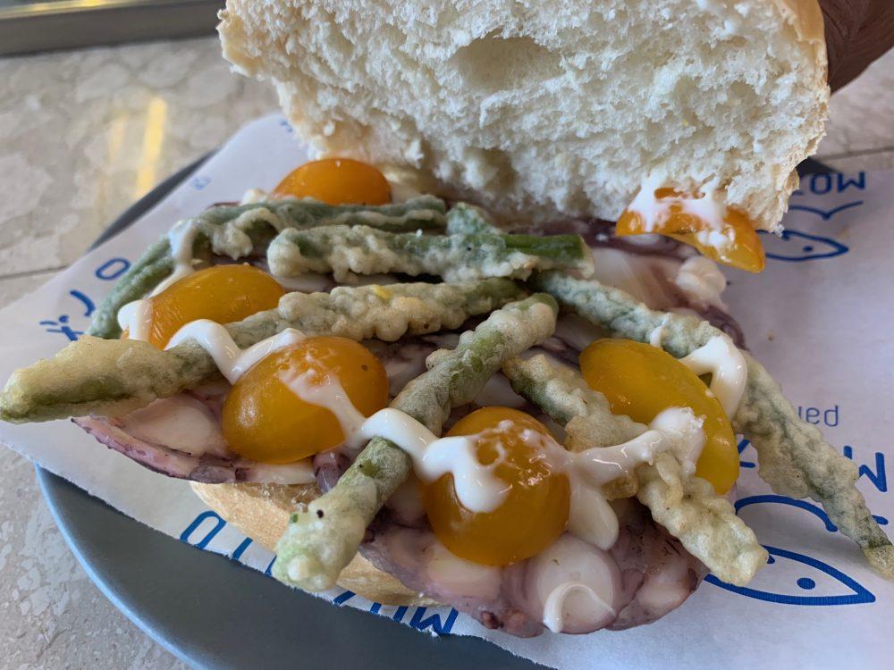 Mozzillo pane & Mare - panino al polpo