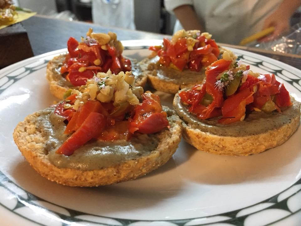 La Cantina a Gioi, freselle con crema di melanzane e peperoni