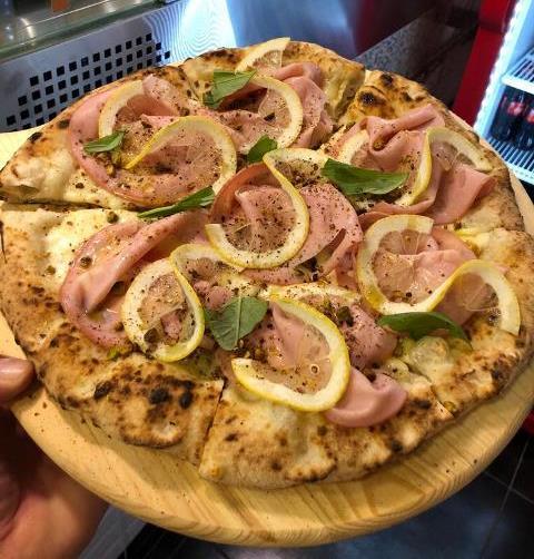 Angelo Pezzella Pizzeria con Cucina