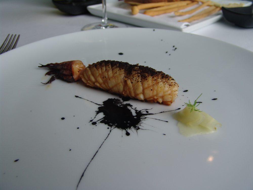 Gioja - Calamaro con pappa al pomodoro, zenzero e nero di seppia