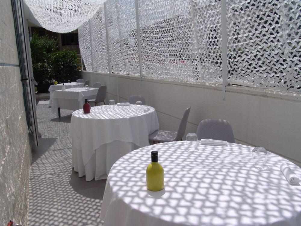 Gioja - Tavoli all'aperto