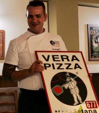 Umberto Mauriello con il logo dell'AVPN