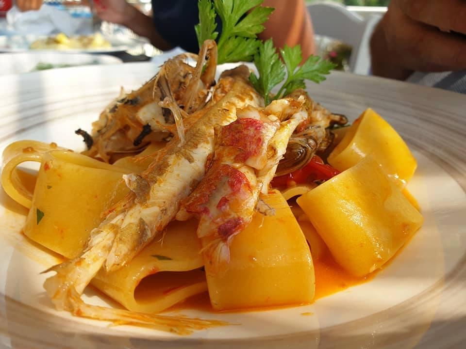 Oleandri Beach Club, mezzi paccheri alla zuppa di pesce