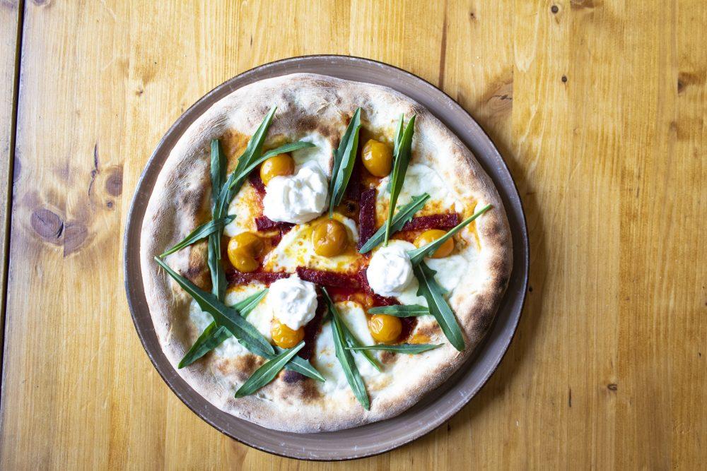 Pizzeria San Ciriaco, Pizzeria San Ciriaco_Pizza con fior di latte, stracciatella, Diavolona piccante, rucola, datterino giallo