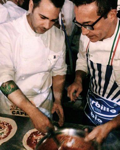 Umberto Mauriello al lavoro con Gino Sorbillo
