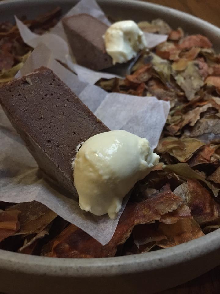 Amass, Copenhagen, cioccolato fondente e bucce di patate