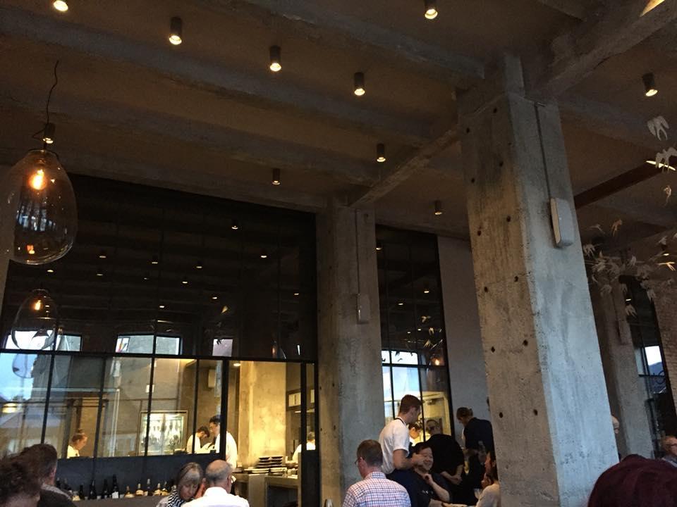 108 restaurant a Copenhagen, la sala con la cucina a vista