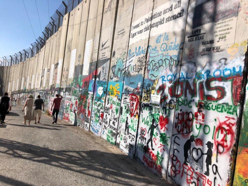 I muri eretti dagli Israeliani che dividono il territorio palestinese
