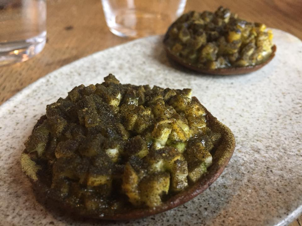 Amass, Copenhagen, zucchine con fave, molluschi affumicati e panna fresca