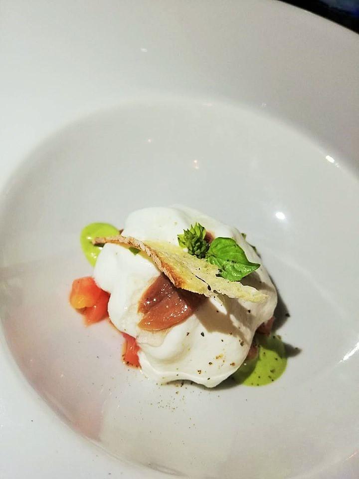 Al Mare - Brunoise di pomodori di Sorrento, spuma di bufala, alice salata e bottarga di tonno