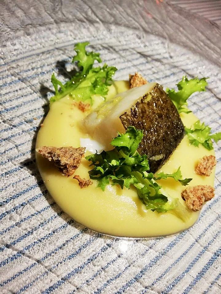 Al Mare - Baccala' a vapore su crema di patate a limone e pane di grano