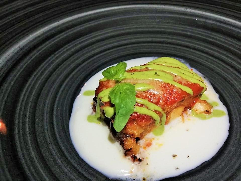 Al Mare - Parmigiana di melanzane e pesce spada con salsa di basilica e crema di cacioricotta