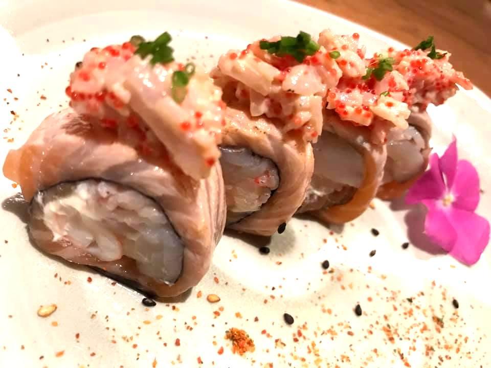 Jorudan Sushi - Rolls Aburi con King Crab, Salmone Scottato e Tobiko