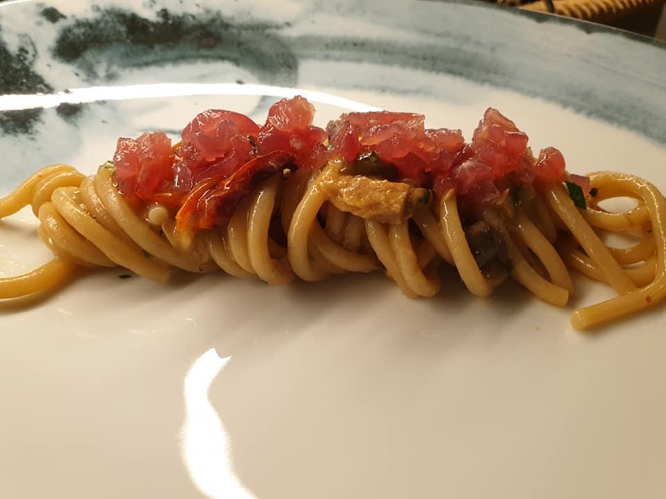 GIARDINI DEL FUENTI - Spaghettone di grano arso con pomodoro e tonno fresco