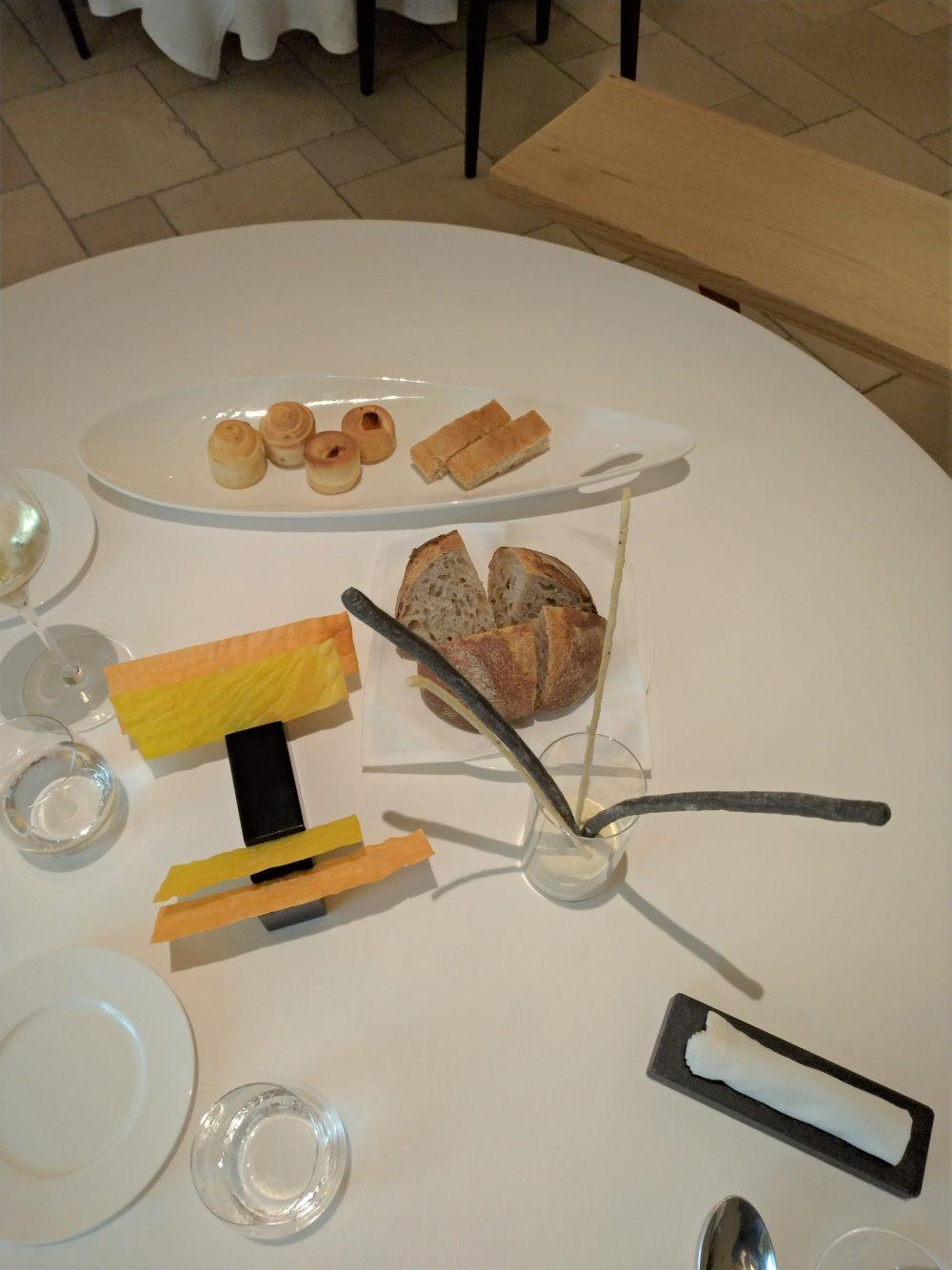 Magione Papale - Lievito madre - pane integrale e solina, cialde pomodoro e zafferano e panini chiusi e aperti con stecche croccanti all'oliva e al rosmarino
