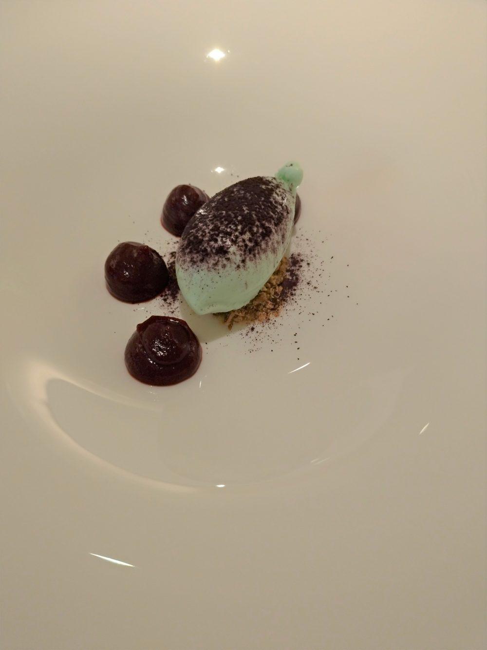 Magione Papale - Predessert - Crumble di mandorle tostate, gelato al rosmarino, riduzione di more e polvere di more