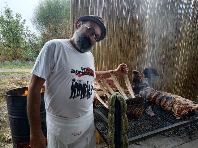 Roberto Liberati con la manza maremmana della Fattoria Faraoni