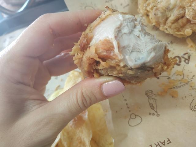Tavolo sociale del Panificio Bonci - l'interno del pollo fritto