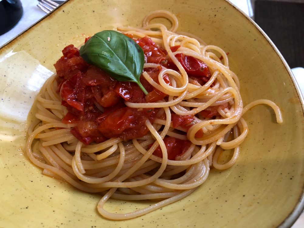 Agriturismo Il Raduno, Tramonti, spaghetti con pomodori Re Fiascone