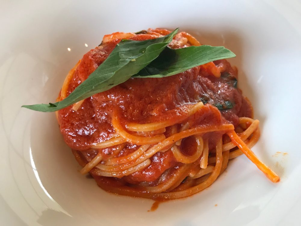 Lipen, spaghetti alla chitarra con antico pomodoro di Napoli