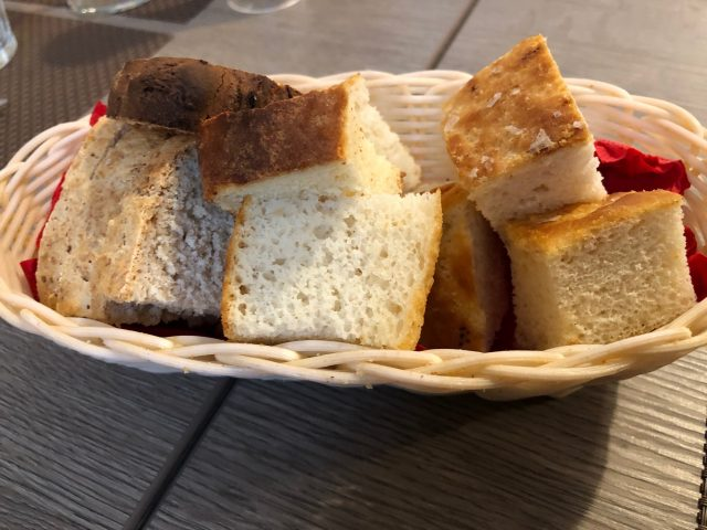 Trattoria Samperone, pane e focaccia
