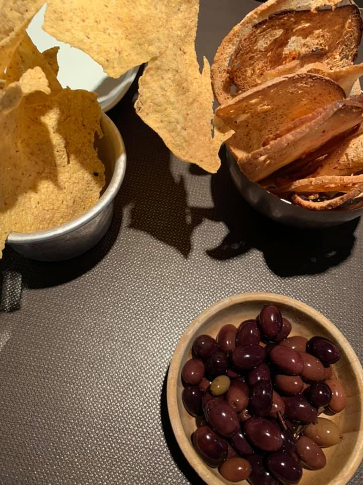 Dry Milano - Chips di polenta, di bruschetta e olive