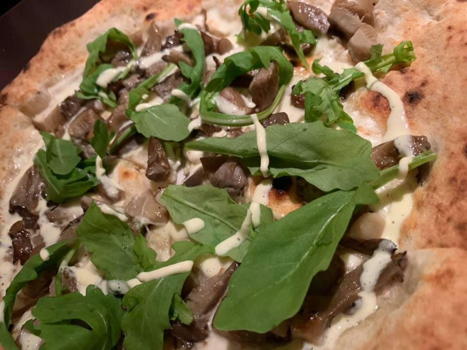 Dry Milano - Pizza funghi arrostiti e rucola selvatica