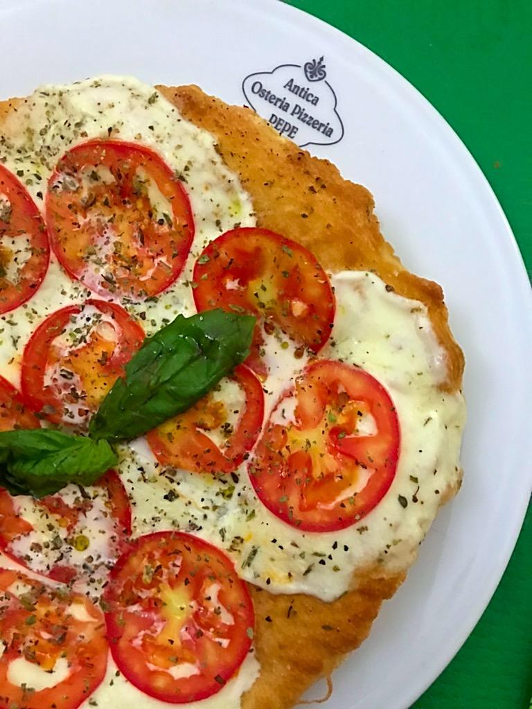Antica Pizzeria Osteria Pepe - Montanara con mozzarella di bufala, origano del Matese e pomodoro a fette