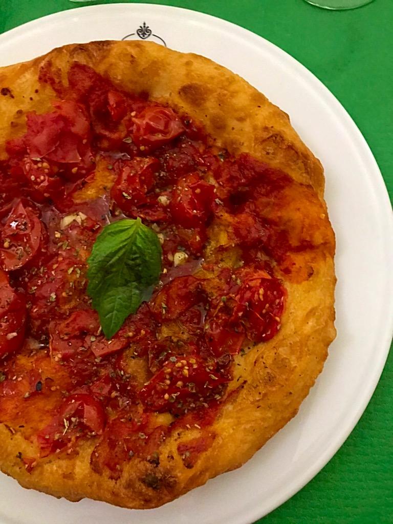 Antica Pizzeria Osteria Pepe -Montanara con pomodorini del piennolo del Vesuvio