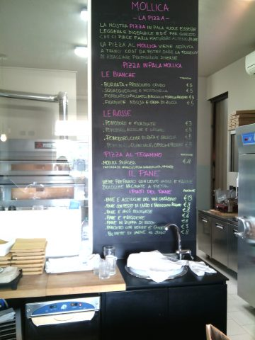 Forno Mollica- Il menu' del giorno sulla lavagna
