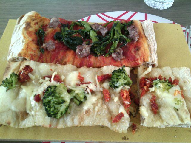 Forno Mollica- Pizza bianca con fiordilatte, capulliato, broccoli, ragusano; pizza rossa cime di rapa e salsiccia