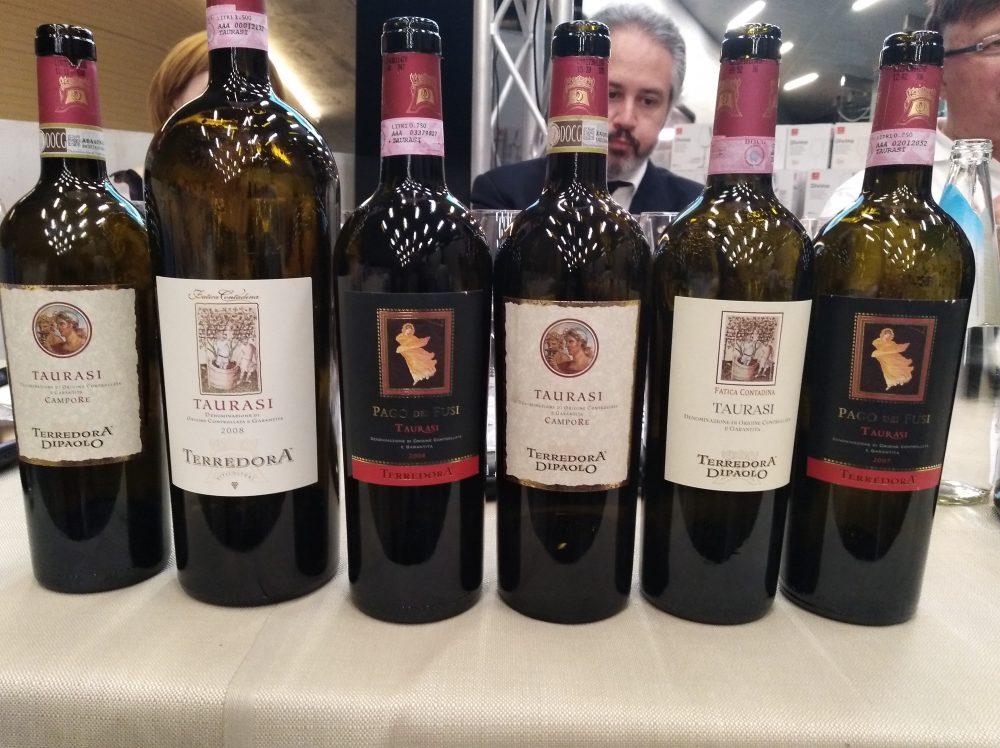 In Vino Civitas Bottiglie di Taurasi di Terredora in degustazione