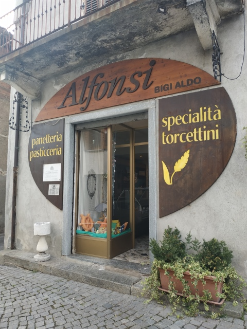 Pasticceria Alfonsi - l'entrata della pasticceria