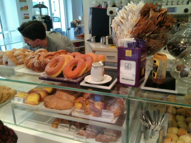 Regina di quadri- Il banco dei dolci da colazione