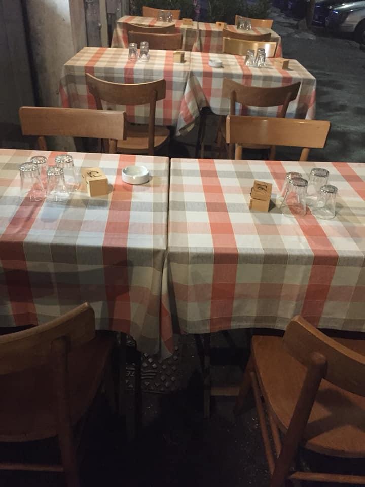 Trattoria L'Avvolgibile, i tavoli esterni