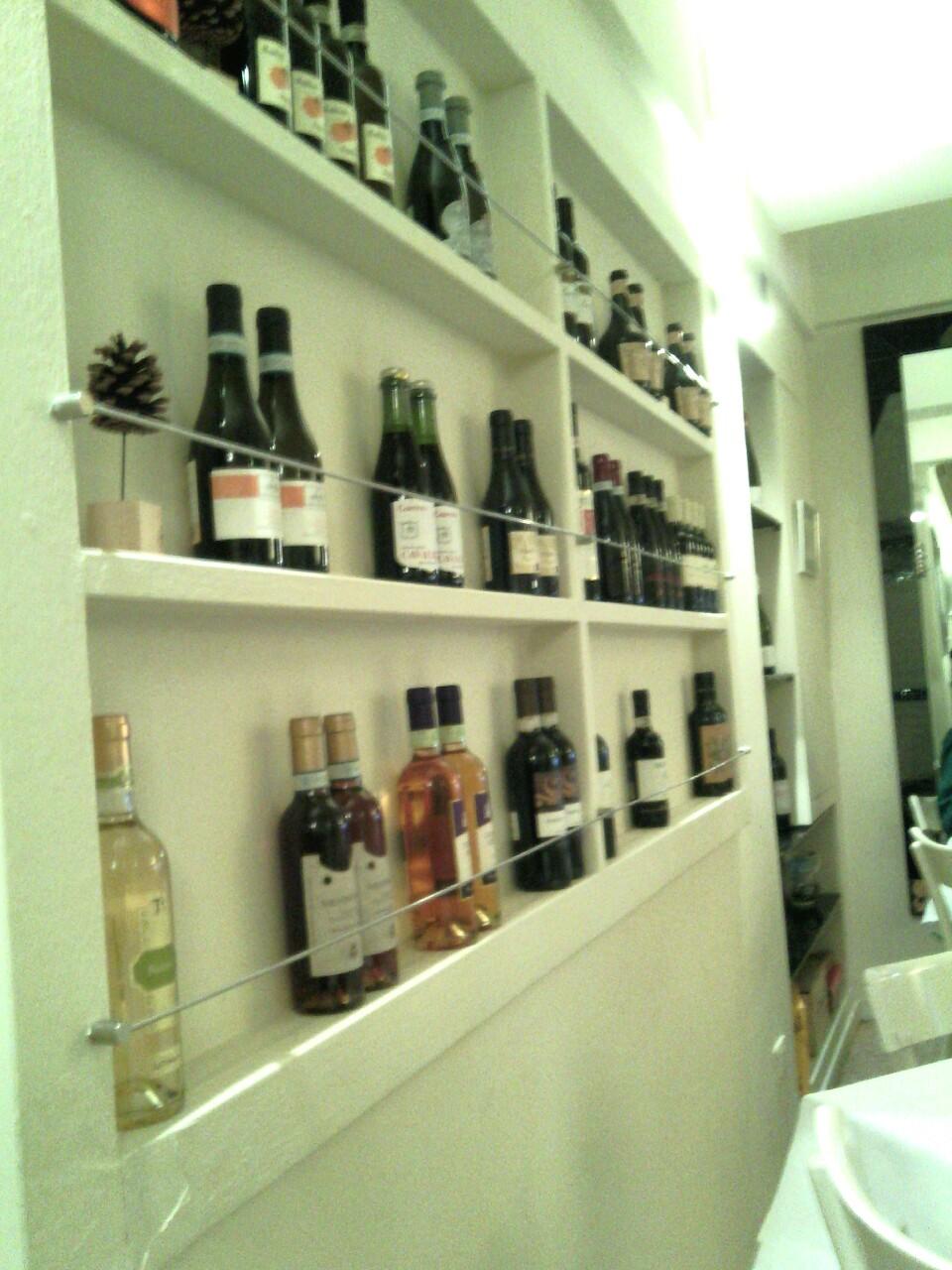 Vicolo Colombina- Alcuni delle bottiglie proposte in vista