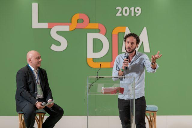 Marco Ambrosino sul palco di LSDM 2019 con Albert Sapere