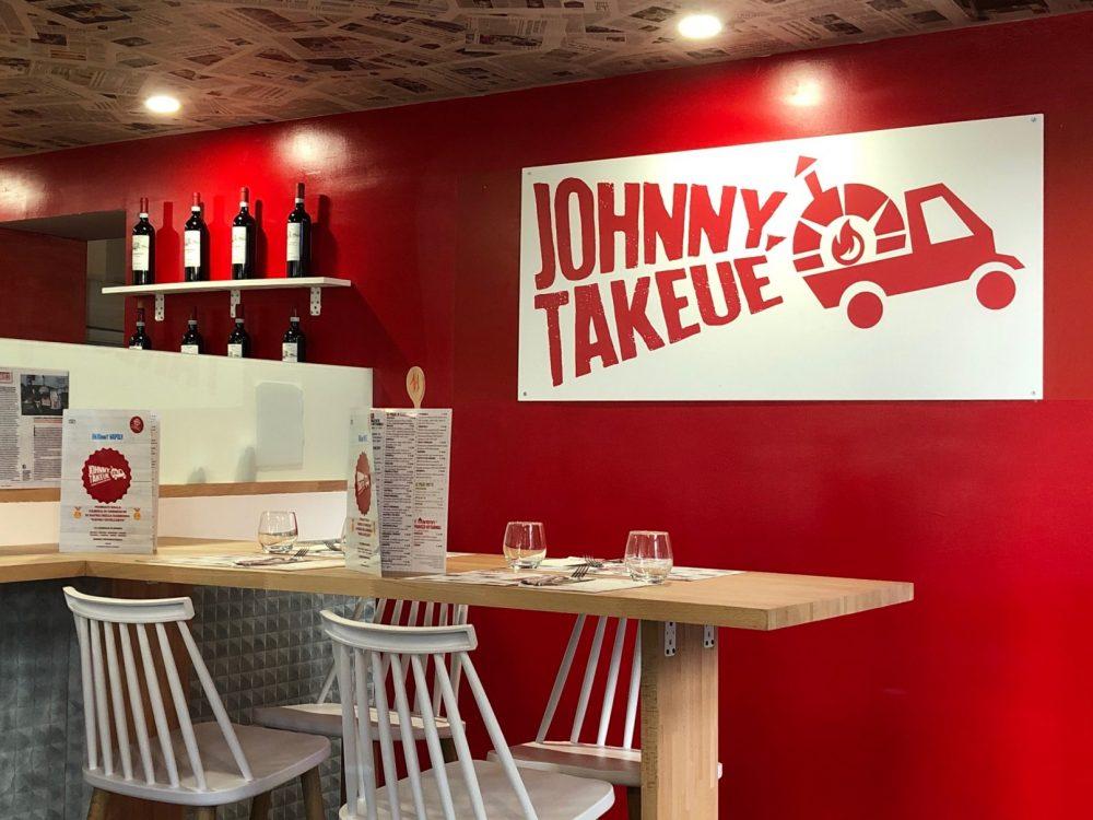 Johnny Takeue', dettaglio sala