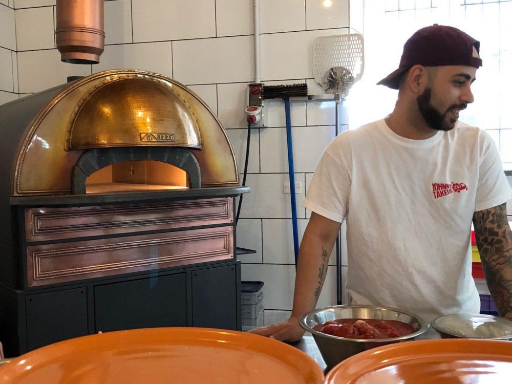 Johnny Takeue', forno e pizzaiolo
