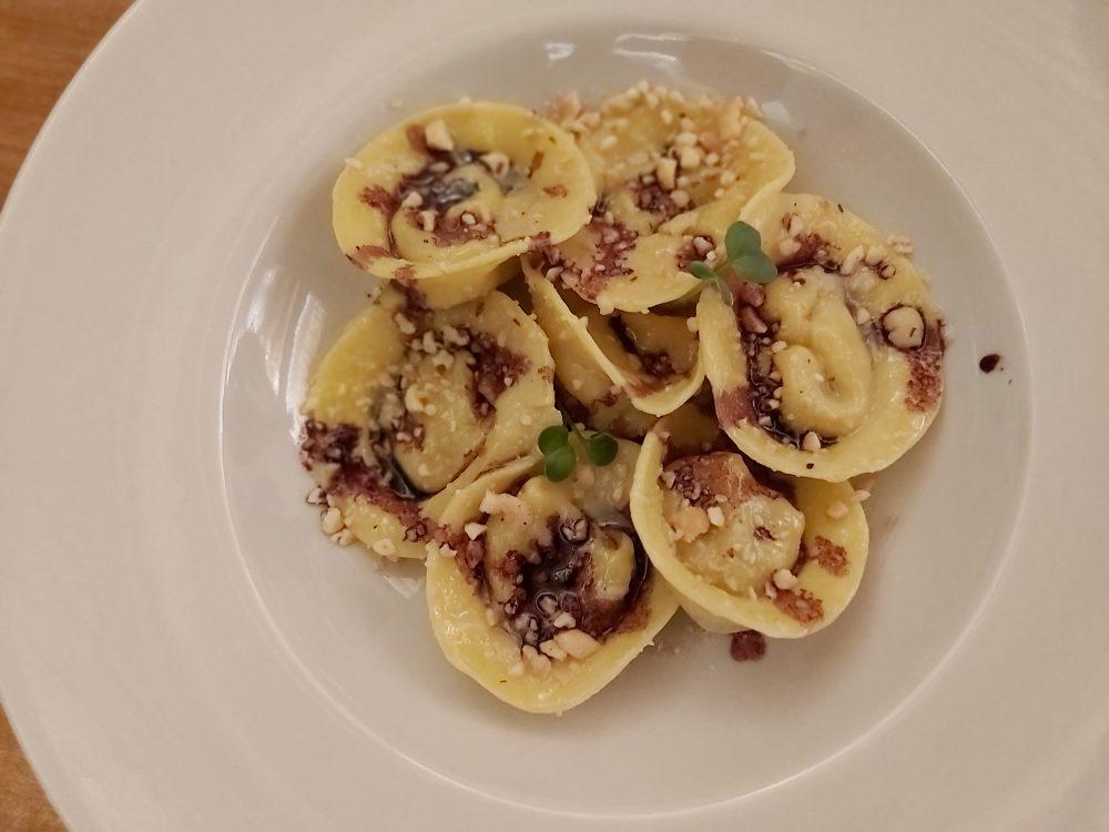 I Cacciagalli – i tortelli con pera, provolone, nocciole e ristretto di aglianico