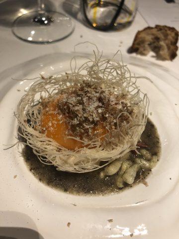 Il Nido. Uova , patate e tartufo bianco di T. Kavcic